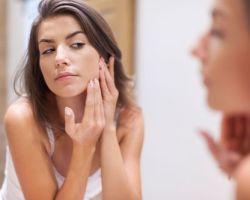 Приимущества использования сока алоэ от трещин на коже.